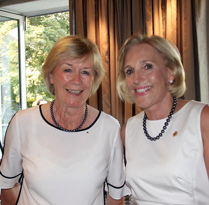 Übergabe des Präsidentenamtes von Britta Kunkel zu Regina Moskob beim Lions Club Lüdenscheud Minerva
